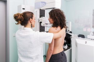 image_of_woman_having_mammography